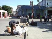 Basura y mendigos en La Habana