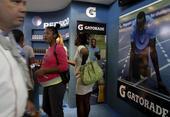 Marcas estadounidenses en una feria comercial en Cuba en 2012