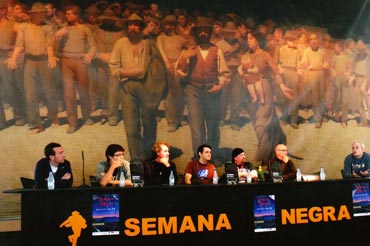 Semana Negra: Participantes en la Semana Negra, en Gijón. España. (Foto de Matías Montes Huidobro)