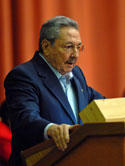 El presidente de Cuba, Raúl Castro, pronuncia un discurso durante la última sesión del año de la Asamblea Nacional de Cuba