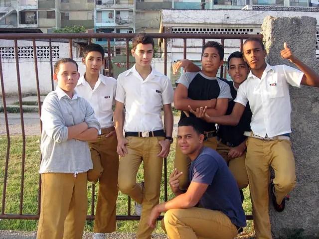 jóvenes estudiantes de secundaria (foto de archivo)