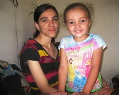 Maydel Planas y su hija Jessica (foto de autor)