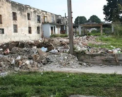 Basurero donde estuvo la carpintería en S. Miguel del Padrón (foto del autor)
