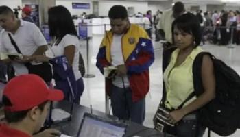 Los venezolanos se han visto forzados a traficar con productos básicos (Foto: EFE)