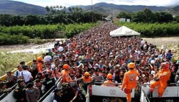 Miles de venezolanos cruzan a Colombia a comprar alimentos y medicinas (Foto: George Castellanos/AFP/Getty)