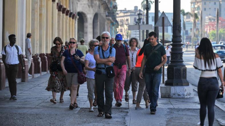 """""""Il peut se passer deux heures avant qu'un client n'arrive"""": le tourisme à Cuba souffre des sanctionsaméricaines"""