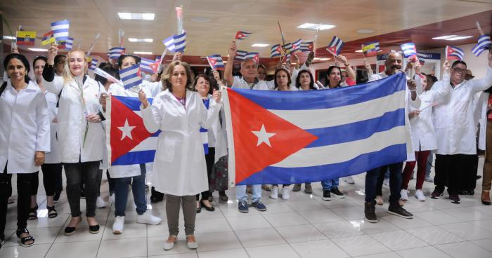 Receipt to Cuban doctors from Ecuador at terminal No. 3 of the José Martí airport, received by José Angel Portuondo, Minister of Public Health;  Ana Yansi Rodríguez Camejo, Vice Minister of Foreign Affairs, developed at the José Martí airport, Boyeros