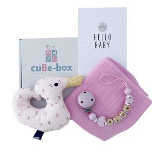 babygeschenk-personalisiert-entenrassel maedchen