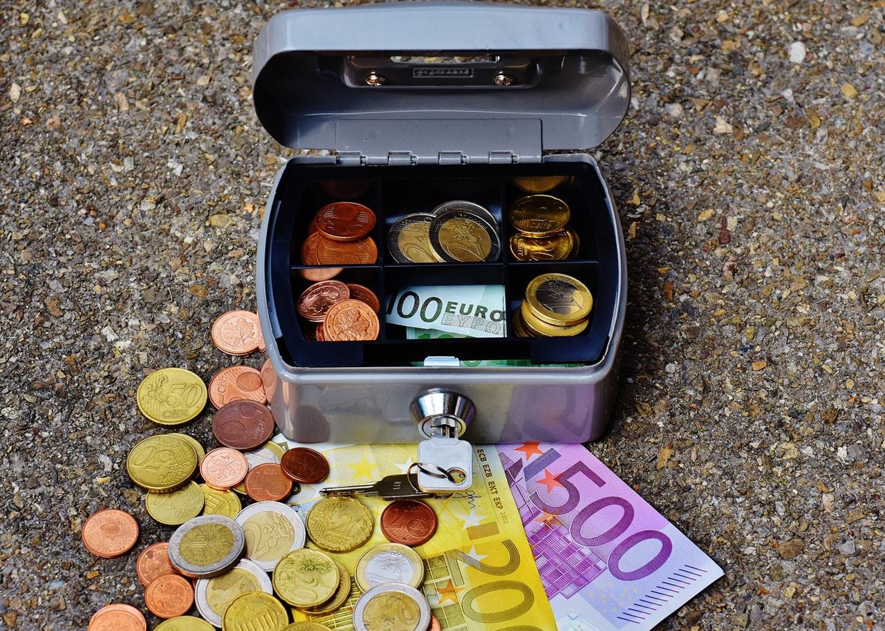 「楽天・全世界株式インデックス・ファンド」他の低コストファンドが早くもSBI証券から購入可能に!