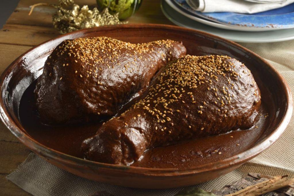 Guajolote en mole gastronomia de san cristobal