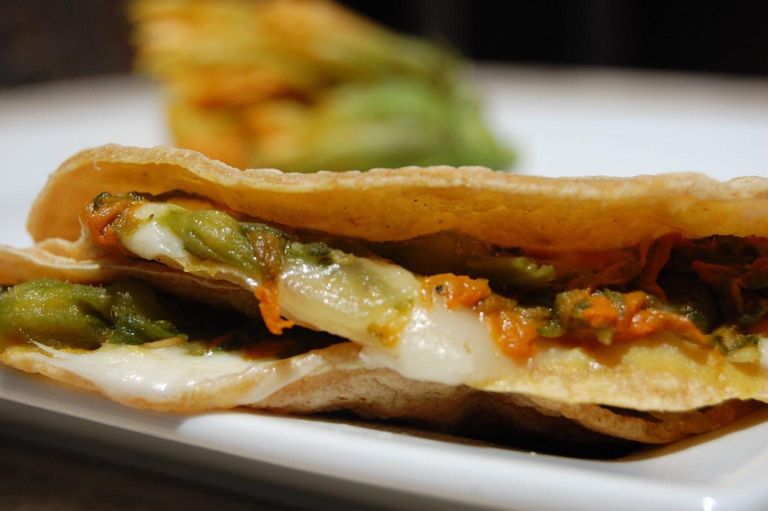 Quesadillas comida tipica de los nahuas