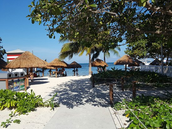 playa las perlas cancun mexico