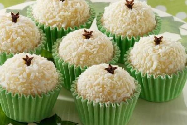 Beijinho de coco dulce de brasil