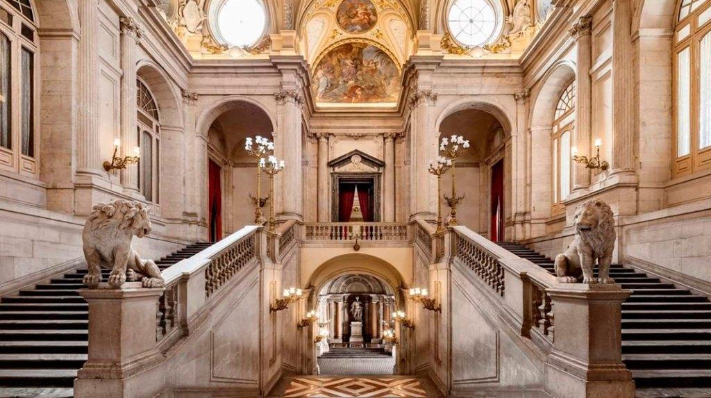 El palacio real lugares que tienes que visitar en madrid