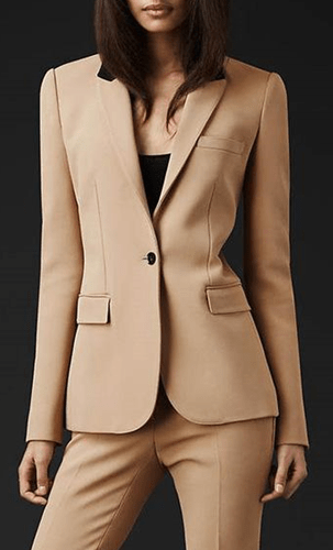 outfit mujer oficina color beige