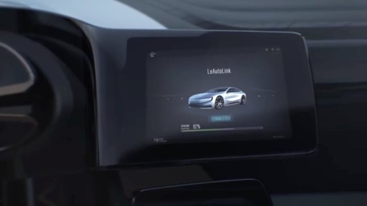 from-the-video-we-can-see-that-the-lesee-has-a-touch-screen-infotainment-module