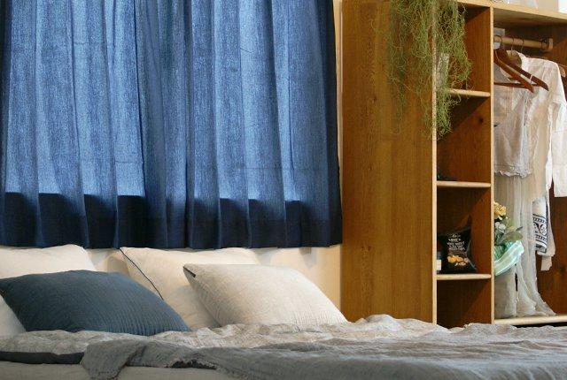 """初夏におすすめのカーテン選び!""""ブルー""""で爽やかな窓辺に インテリアへの取り入れ方"""