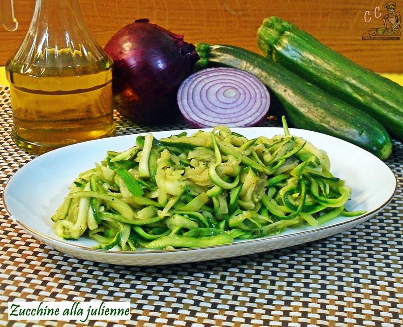 Zucchine a julienne in padella