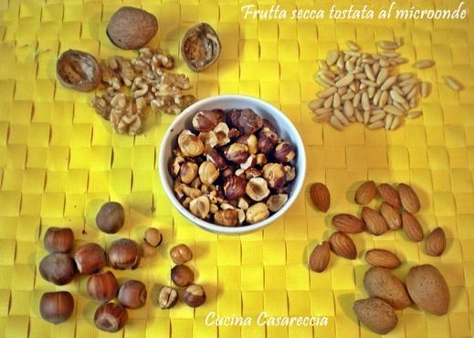 Frutta secca tostata al microonde