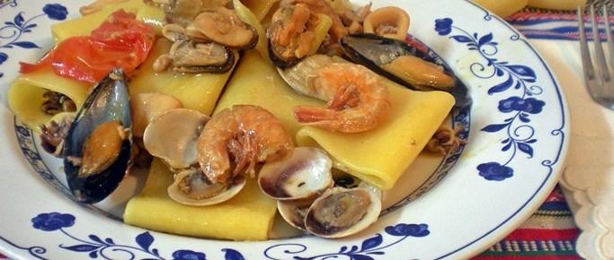 Paccheri ai frutti di scoglio o di mare