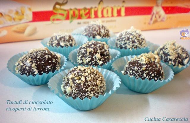 Tartufi al cioccolato ricoperti di torrone