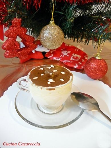 Biscuit di torrone con salsa di cioccolato