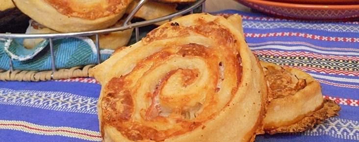 Girelle di pizza con cotto e mozzarella