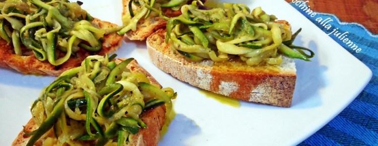 Bruschette con zucchine a julienne