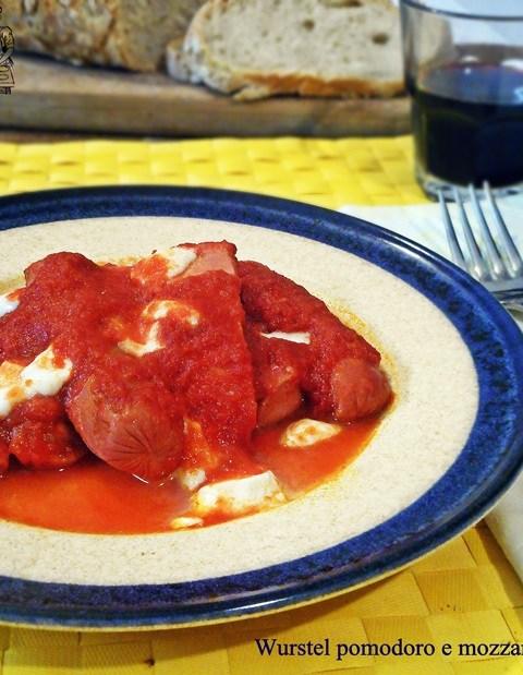 Wurstel pomodoro e mozzarella