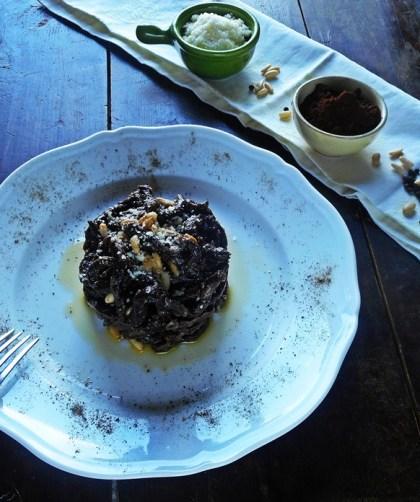 Pici al cacao cacio e pepe con pinoli tostati