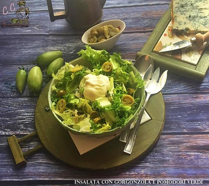 Insalata con gorgonzola e pomodori verdi