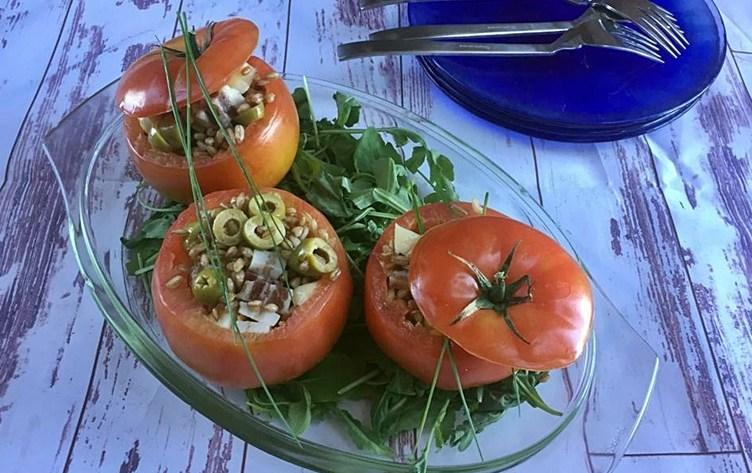 Pomodori ripieni freddi con farro senza cottura