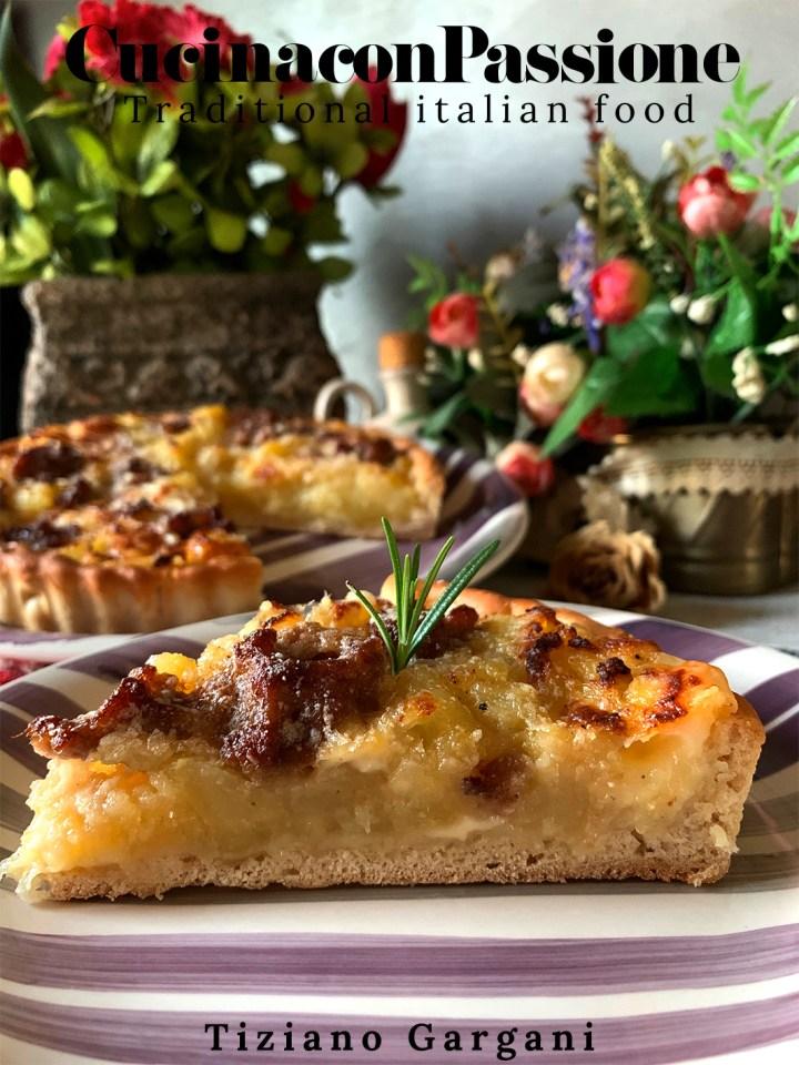 torta salata patate e salsiccia Torta salata patate e salsiccia Torta rustica con patate salsicce e mozzarella