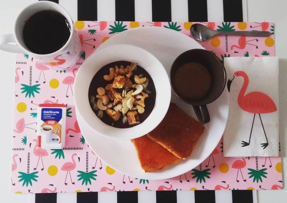 #breakfast #travel #soia #yogurt #chocolate #english #tea #coffee #milk #jam #anacardi #mandorle #almond #waffles #dukan #diet #quartafase #ontheroad #pink #flamingo #lowfat #lowcarb #vividulight