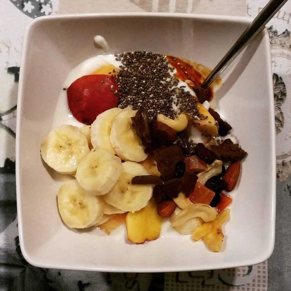 #breakfast #yogurt #bananas #peach #chiaseeds #chocolate #dukan #diet #quartafase #lightfood #wayoflife #fitness #healthy #vividulight
