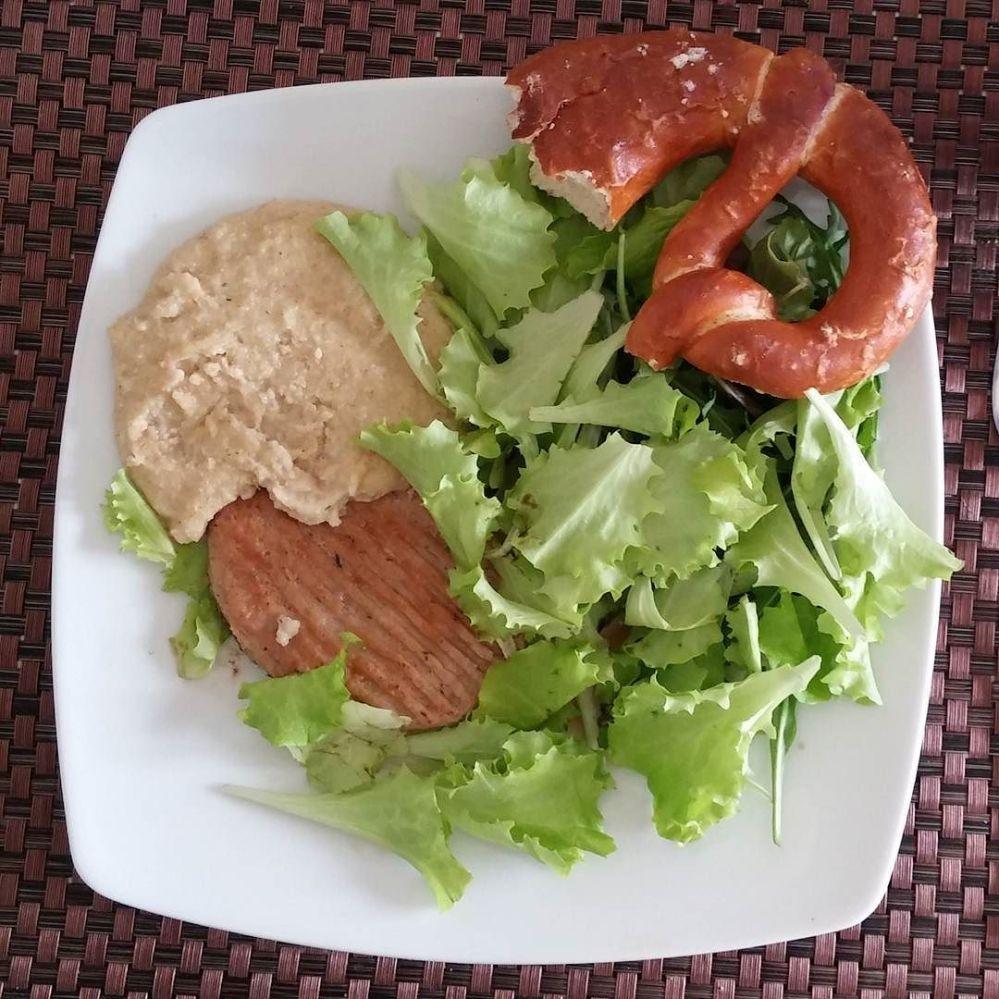 #lunch #familyfood #hamburger #bretzel #polenta #insalata #diet #dieta #dukan #quartafase #cheflife #cucinaproteica #food #lightfood #cucinadulight