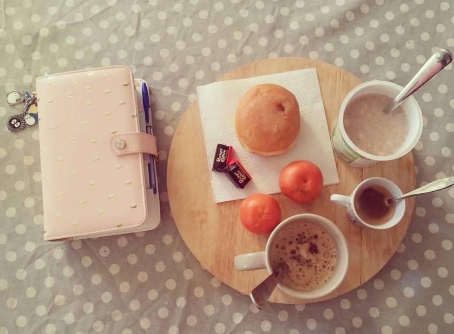 #breakfast #colazioneperdue #winter #food #quasilightfood #websterspages #mandarino #caffè #pocketcoffee #krapfen #buongiorno #goodmorning
