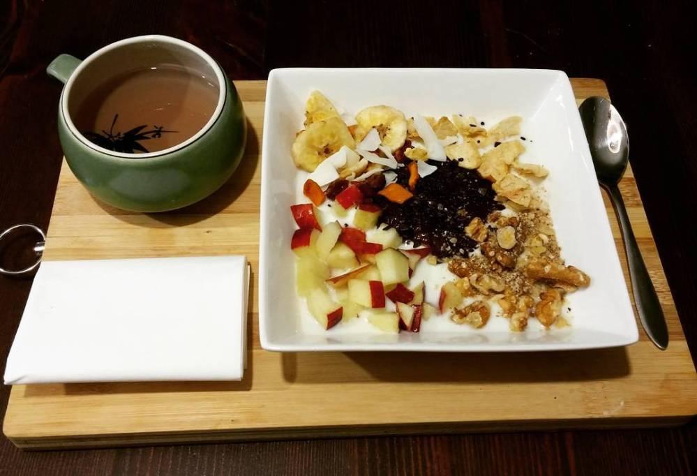 #goodmorning #breakfast #colazione #the #yogurt #noci #fruttasecca #mela #apple #driedfruit #dukan #diet #quartafase #weightloss #lowfat #lowcarb #highprotein #fitness #cucinadulight