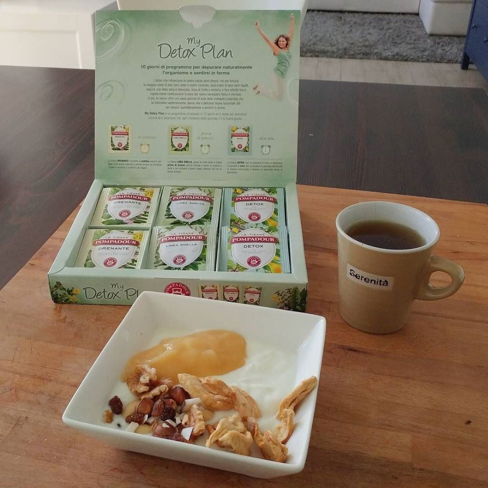 #breakfast #goodmorning #colazione #detox #detoxtea #pompadour #yogurt #mela #apple #mousse #fruttasecca #dukan #diet #quartafase #protein #fitness #lightfood #wayoflife #cucinaproteica #cucinadulight