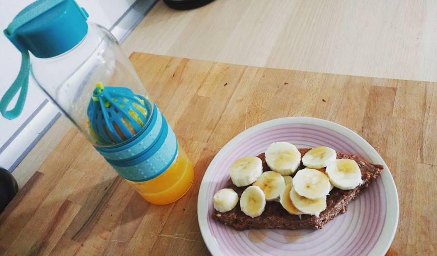 Oggi spremuta con il nuovo spremiagrumi di Tiger e pancakes proteico con banana!😍#breakfast #spring #tiger #spremiagrumi #bottle #pancakes #banana #sciroppozero #dukan #diet #quartafase #sevuoipuoi #colazione #fitnessmum #fitness #fitfood #lightfood #highprotein #cucina