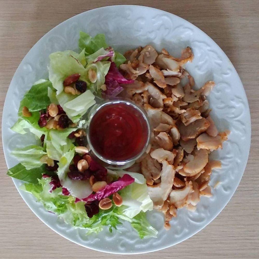 Pranzetto con kebab Aia, insalata con frutta secca e ketchup alla Stevia!!#lunch #kebab #aia #ketchup #stevia #insalata #fruttasecca #dukan #diet #quartafase #lightfood #protein #proteinfood #fitness #cucinaproteica. #fusion #cucinadulight