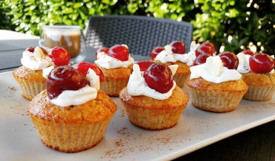 Colazione in giardino 🌸 #breakfast #cupcakes #dukan #diet #lightfood #fitfood #fitness #ciliegie #cherry #youtube #videoricette #highprotein #lowfat #lowcarb #cucinaproteica #cucinadulight