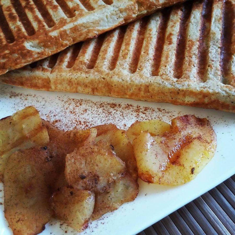 #dulight #cucinadulight #dukandiet #Dukan #waffles #fitness #healthyfood #healthybreakfast #Apple #cinnamon #raisins #lowfat #lowcarb #protein #highprotein