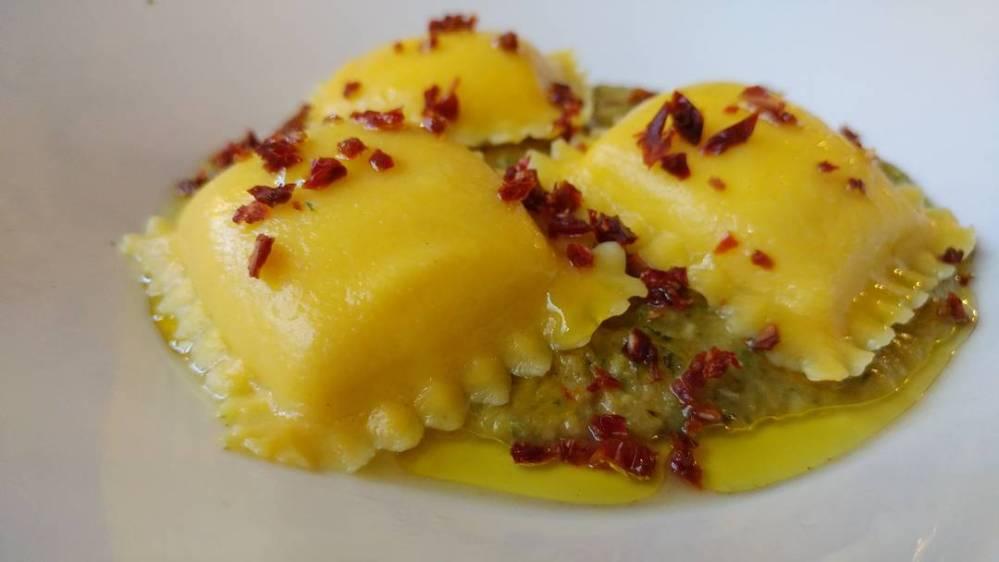 #cena #jesolo #jesolobeach #magazzinodellescope #cicchetti #mezzeporzioni #vacanza #summer #food #cacio #ravioli #bontà