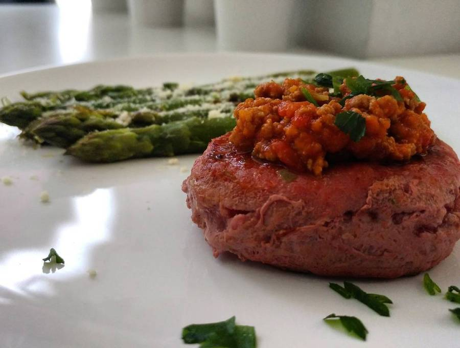 10 minuti prima che torni la bimba da scuola...che si cucina? Tartare di bovino scottata con asparagi e ragù homemade! Se vuoi puoi! #dukan #diet #tartare #asparagi #ragu #homemade #lightfood #fitfood #lowcarb #lowfat #highprotein #cheflife #chef #foodblogger #fitness #weightloss #bodytransformation #proteine e #verdure #cucinaproteica #cucinadulight