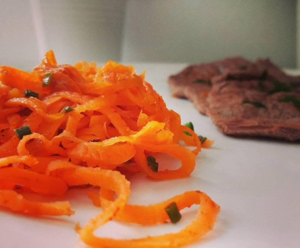 Un pranzo veloce e gustoso! Fettine di scottona con spaghettini di carote!🍛🍗🍲 #dukan #diet #protein #proteinfood #fitness #fitfood #proteineeverdure #carote #scottona #light #lightfood #weightloss #quartafase #chef #cheflife #cucinaproteica #cucinadulight