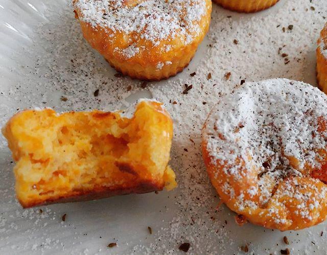 "Un bella carica di energia con i cupcakes alla zucca dulight (sul canale li trovate come ""muffins alla zucca dulight"")!☕🎃 #cupcakes #muffins #zucca #pumpkin #videoricette #dukan #diet #dieta #dukanitalia #wayoflife #fitness #fitlife #lightfood #lightcake #sweetfood #benessere #informa #cibosano #cucinaproteica #cucinadulight"