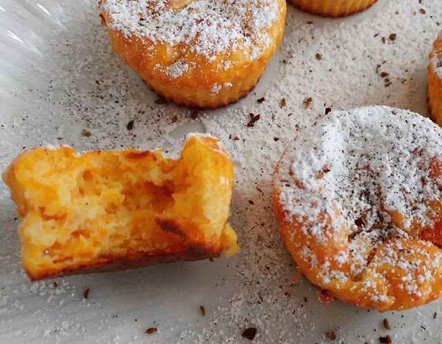 "Un bella carica di energia con i cupcakes alla zucca dulight (sul canale li trovate come ""muffins alla zucca"")!☕🎃 #cupcakes #muffins #zucca #pumpkin #videoricette #dukan #diet #dieta #dukanitalia #wayoflife #fitness #fitlife #lightfood #lightcake #sweetfood #benessere #informa #cibosano #cucinaproteica #cucinadulight"