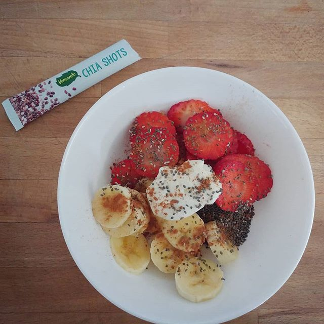 #merenda #strawberries #banana #chiaseeds #goldessa #dukan #diet #dieta #quartafase #cibisano #fruits #spring #colours #benessere #lightfood #informa #mammainforma #fitness #fitfood #cucinaproteica #cucinadulight