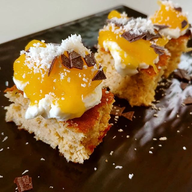 La merendina è servita! Preparato pancake dulight con Philadelphia Active, mango, scaglie di fondente e cocco!😋😍 #pancakes #tibiona #preparati #cocco #mango #philadelphia #snack #easyfood #light #lightfood #dukan #diet #dieta #informa #benessere #cibosano #fitness #fitfood #chef #cheflife #bresciafood #cucinaproteica #cucinadulight